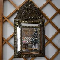 Зеркало с чеканкой