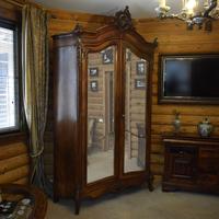 Шкаф платяной в стиле барокко