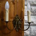 Часовой гарнитур: часы каминные механические и две вазы на постаменте
