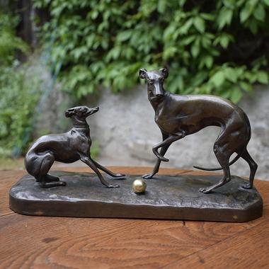 "Скульптура ""Собачки с мячиком"""