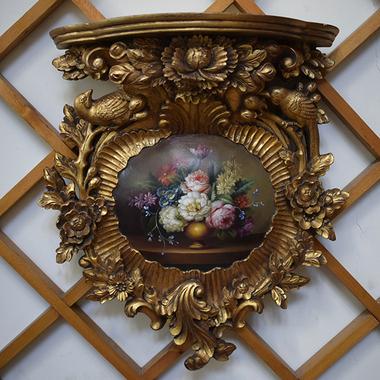 Зеркало в старинной резной раме