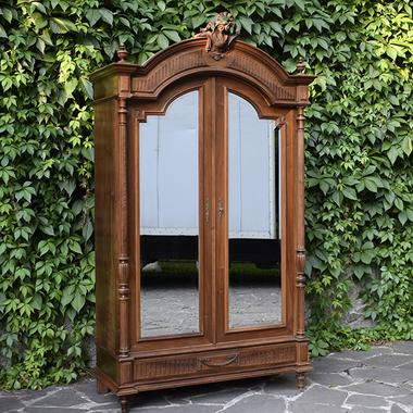 Антикварный платяной шкаф в стиле Луи XVI