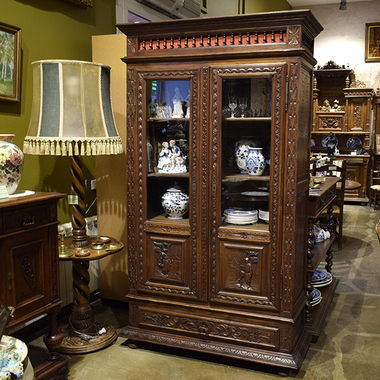Антикварный шкаф в бретонском стиле