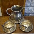 Кувшин и пара чашек на блюдцах Valenti