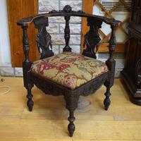 Угловое кресло в стиле ренессанс