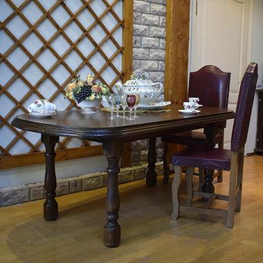 Дубовый обеденный стол