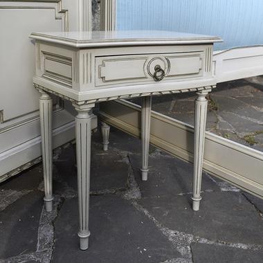 Прикроватные тумбочки в стиле Луи XVI