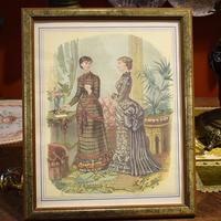 Цветные литографии из журналов дамской моды в рамке