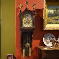 Часы настенные с боем и календарем