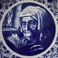 """Тарелка """"Бабушка с книгой"""""""