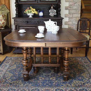 Антикварный стол в стиле Henry II